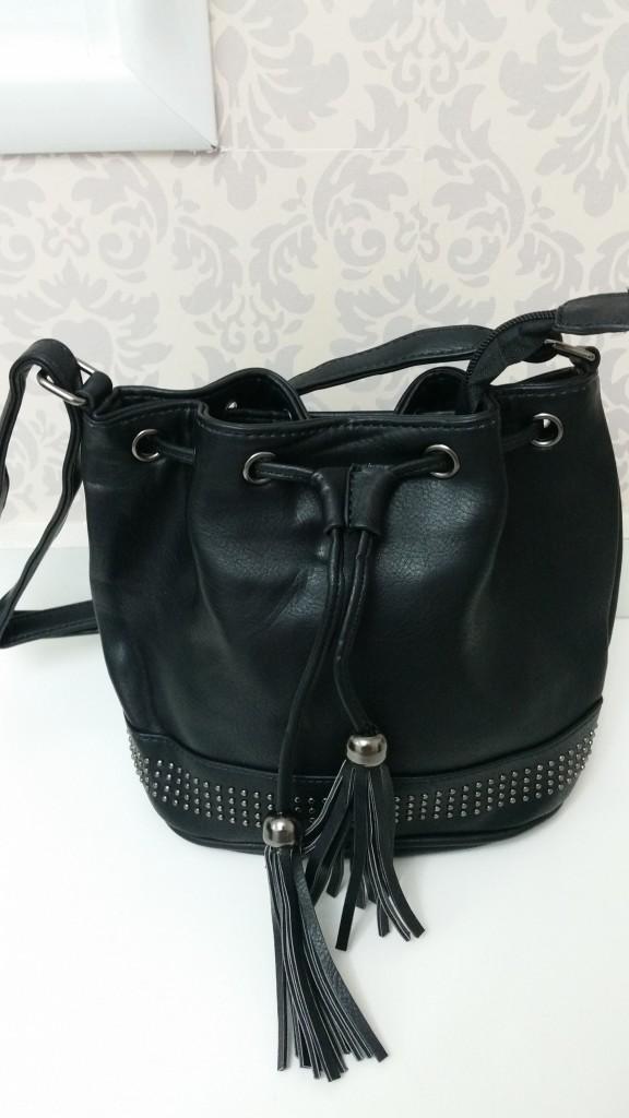 Bolsa saco pequena: R$ 40,00 (tem umas 7 cores diferentes! amei esse modelo)