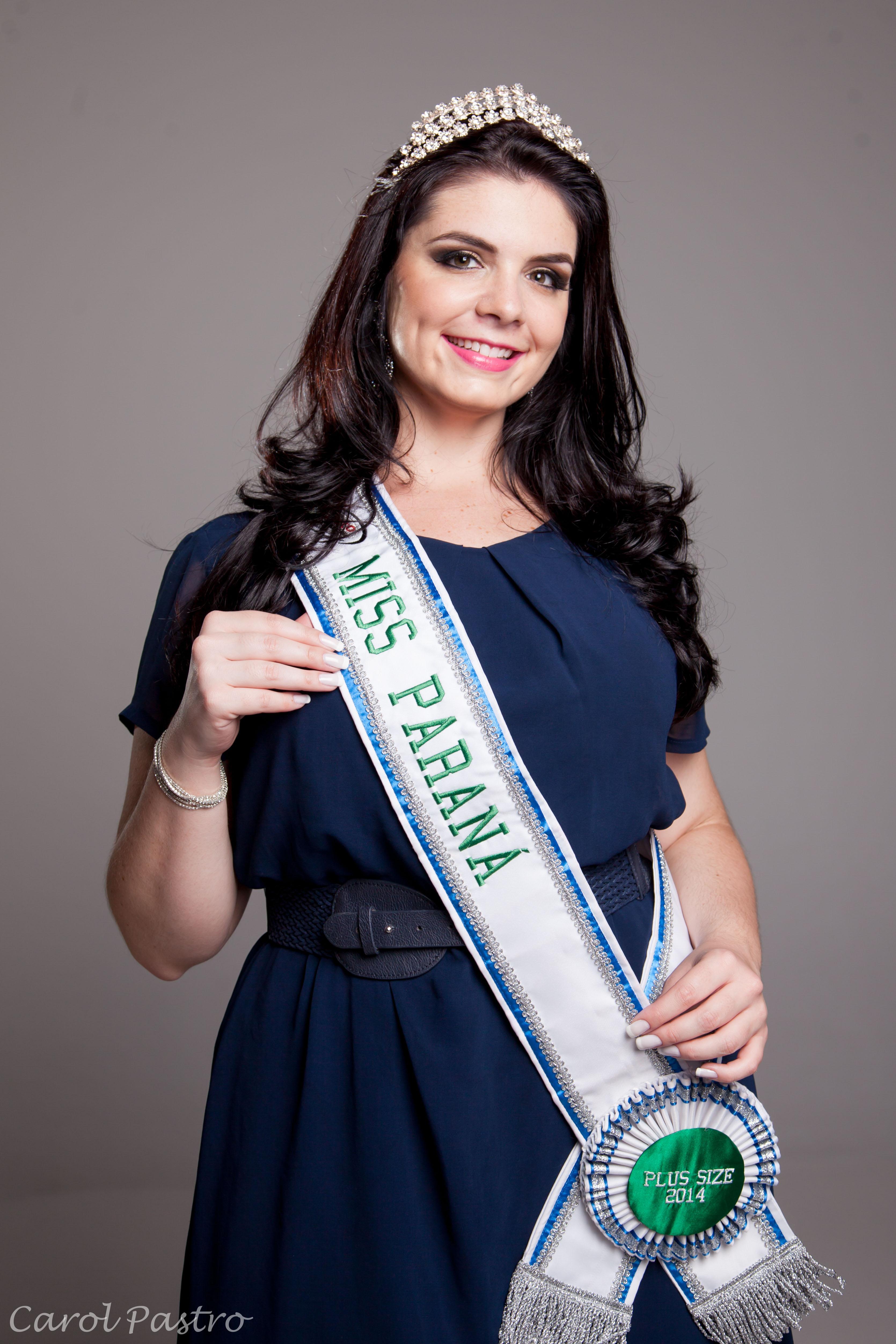 Isabelle com a faixa de Miss Paraná Plus Size 2014