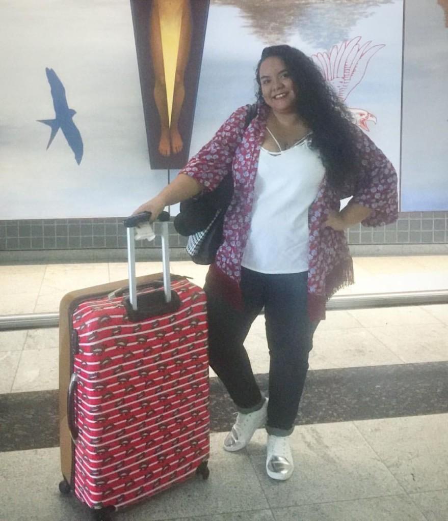 A Cynthia do 25 sonhos fez um look de aeroporto com jeans e kimono!