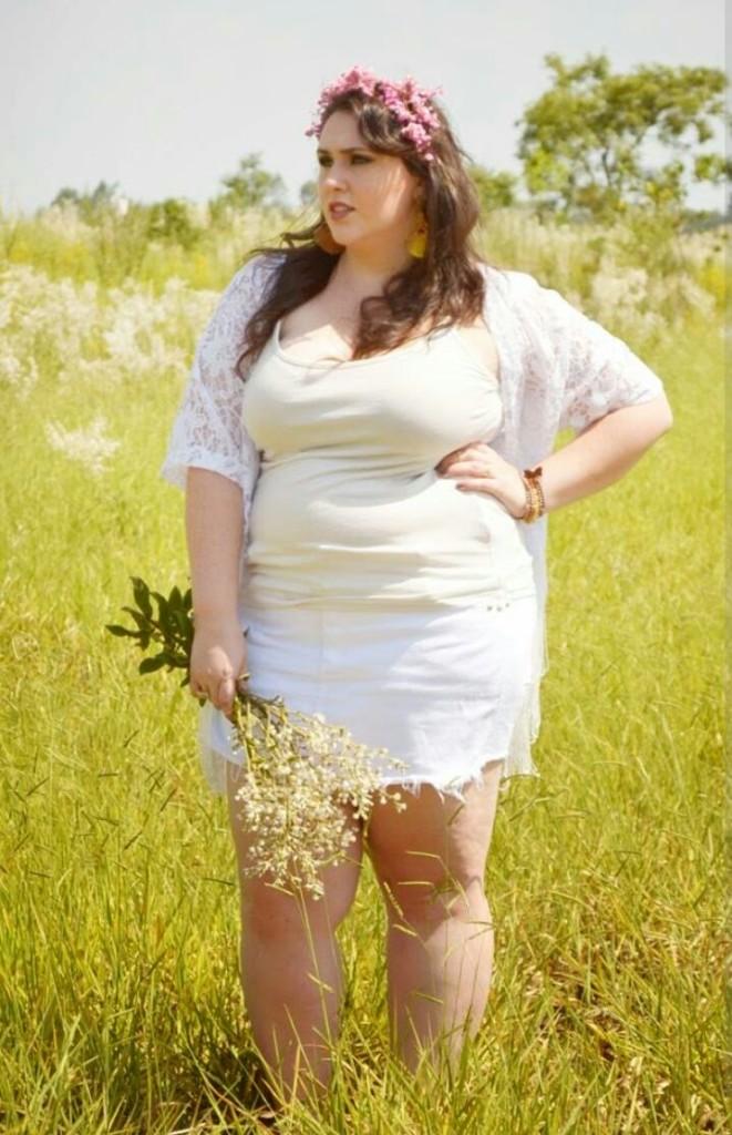 A blogueira diva Raquel Correa ousou com um look total white e jogou um kimono por cima, achei que deu uma leveza ao look.