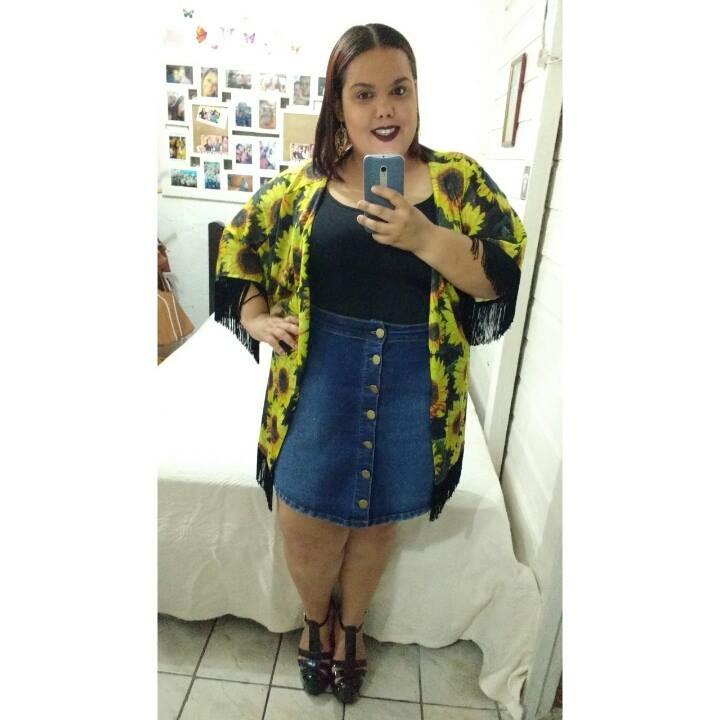 A Darling do Gordinhas sempre na Moda optou por esse kimono lindo floral e uma saia jeans! adorei!